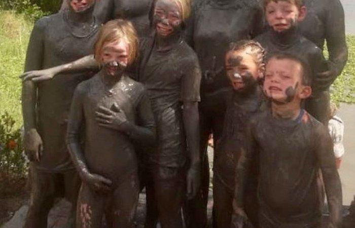 Family time, Mud volcano, Cartagena