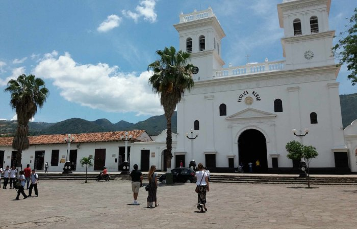 Main Square, Giron
